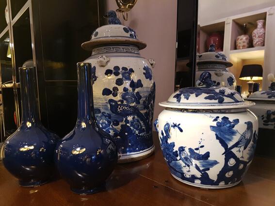 China-Tempeljar und Halsvasen in Blau