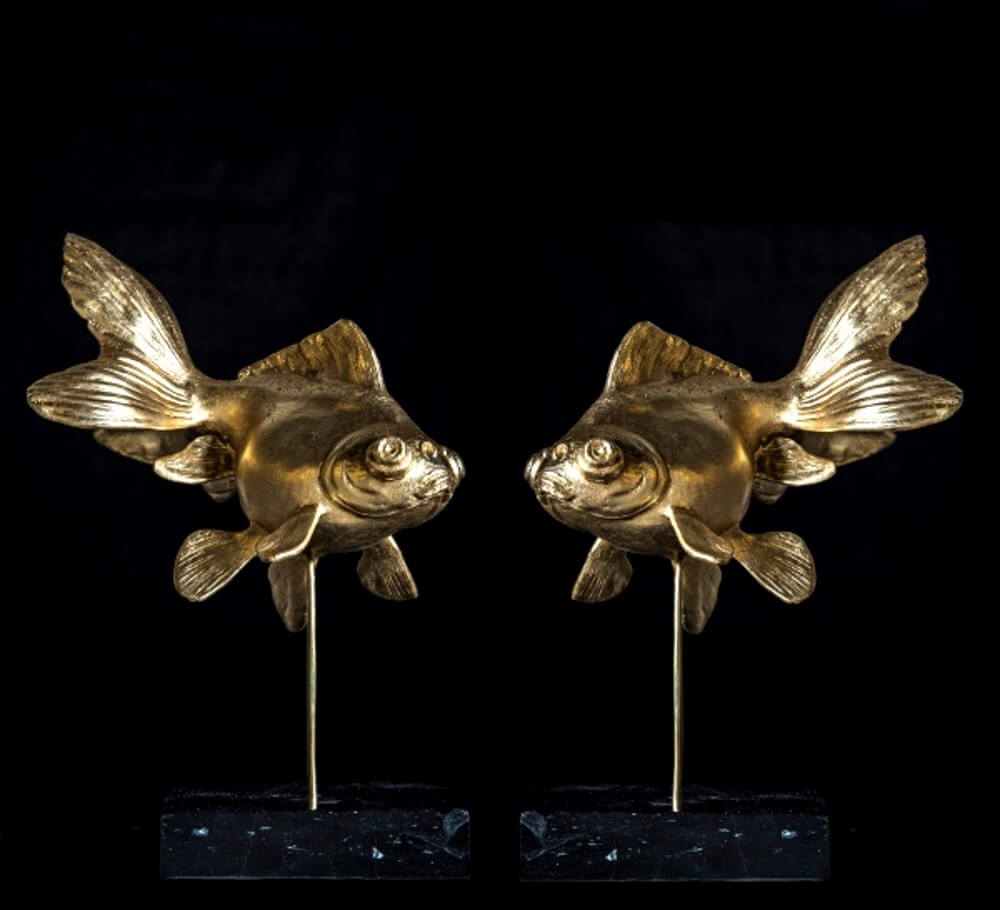 Goldfische-Paar auf Marmorsockel