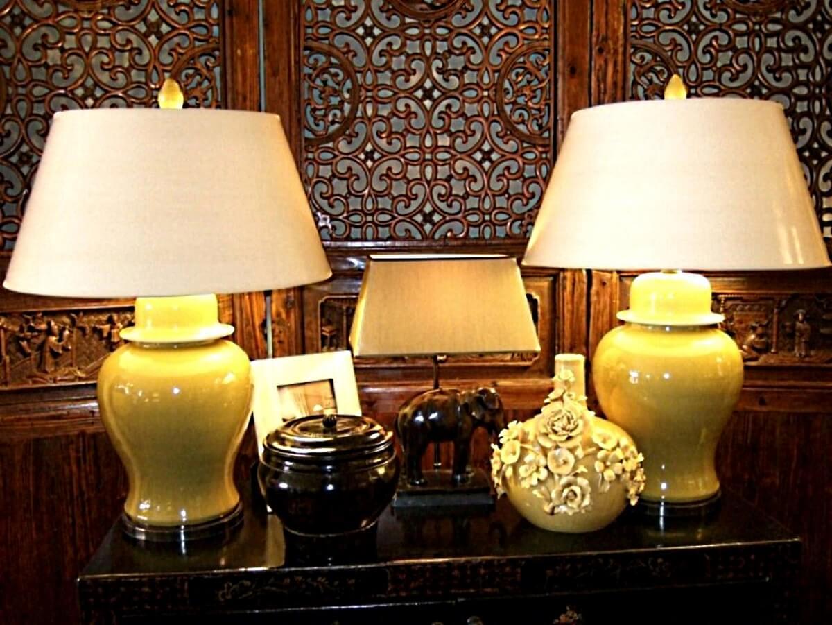 Jar-Leuchten mit antikem Paravent und Bonze-Elefant
