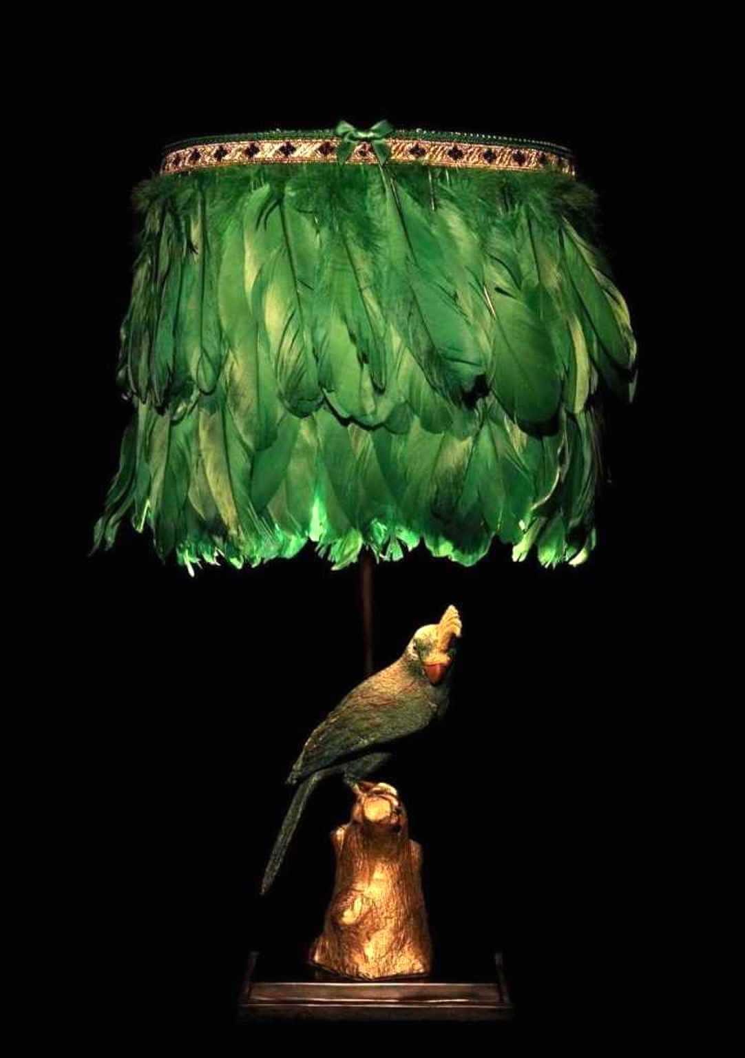 Papagei-Leuchte mit Federschirm