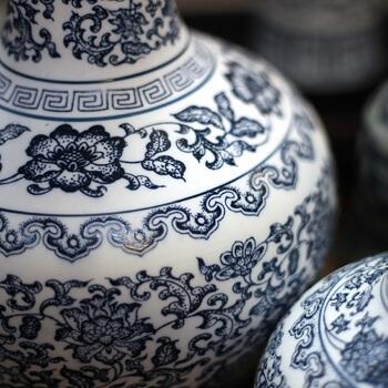 Porzellanvasenausstellung