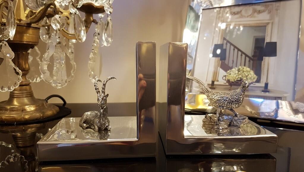 Silberzinn-Buchstuetzen und Spiegel
